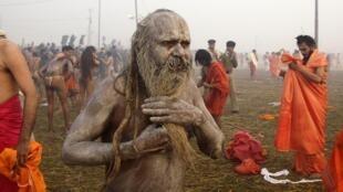 Festival religioso hindu Kumbh Mela realizado a cada 12 anos na cidade indiana de Alahabad, onde os rios Ganges e Yamuna se encontram.