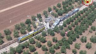 Colisão frontal entre dois trens que transitavam pela mesma linha no sul da Itália, na região de Apulia causou a morte de 10 pessoas e dezenas de feridos.