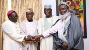 Tsohon shugaban Olusegun Obasanjo da tsohon mataimakinsa  Abubakar da wasu shugabannin addinai a Najeiya, Mathew Kukah da Sheik Ahmad Gumi