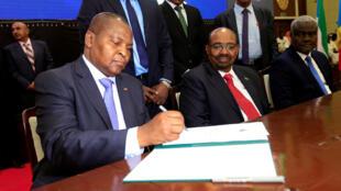 Le président centrafricain Touadéra lors de la signature de l'accord de paix à Khartoum, le 5 février 2019.