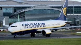 Un avión de la compañía aérea irlandesa Ryanair, fotografiado el 21 de septiembre de 2017 en el aeropuerto de Dublín