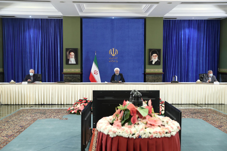 """روز شنبه ١١ مرداد/اول اوت، حسن روحانی در جلسۀ ستاد ملی مقابله با کرونا گفت: """"امروز یکی از روزهایی بود که گزارش آمار و ارقام استانها امیدوار کننده بود."""