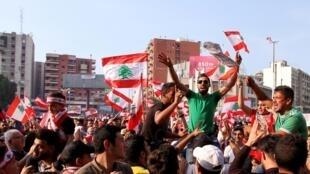 Des manifestants dans les rues de Tripoli la deuxième plus grande ville du Liban le 22 octobre 2019.
