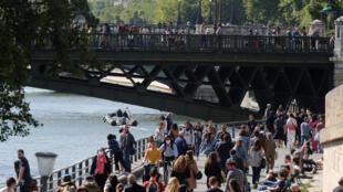 Париж в первый день после снятия строгих карантинных мер