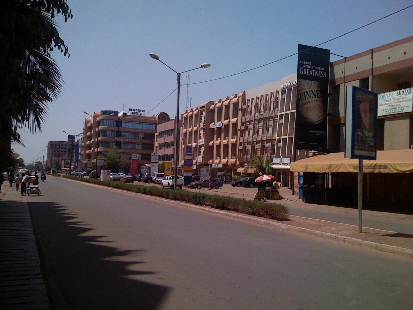 L'avenue Kwame Nkrumah, dans le centre de Ouagadougou, n'est plus que l'ombre d'elle-même.