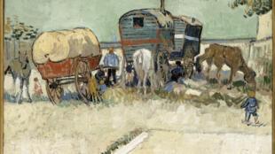 """Vincent van Gogh (1853-1890), """"Les Roulottes, campement de bohémiens aux environs d'Arles (1888), Huile sur toile, 45 x 51 cm."""