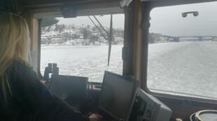 A Stockholm, les bateaux-bus circulent en toute saison et même en hiver, en brisant la glace.