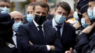 Emmanuel Macron, au côté du de Christian Estrosi, maire de Nice, le 29 octobre 2020.