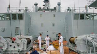 Một chiếc tàu hải giám của Trung Quốc thả neo ở cảng Sanya (Reuters)