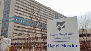 Joël a reçu sa greffe à l'hôpital Henri Mondor à Créteil.