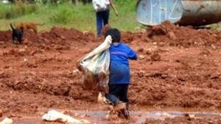 Segundo o IBGE, mais de 500 mil crianças, entre 5 a 13 anos, trabalhavam no Brasil em 2013.