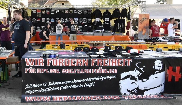 """فستیوال نئونازی به مناسبت زادروز تولد هیتلر، در شهر """"اوستریتس"""" ایالت زاکسن آلمان. جمعه ٣١ فروردین/ ٢٠ آوریل ٢٠۱٨"""