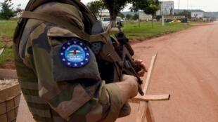 Um soldado da força da União Europeia (Eufor-RCA) na República Centro-Africana.