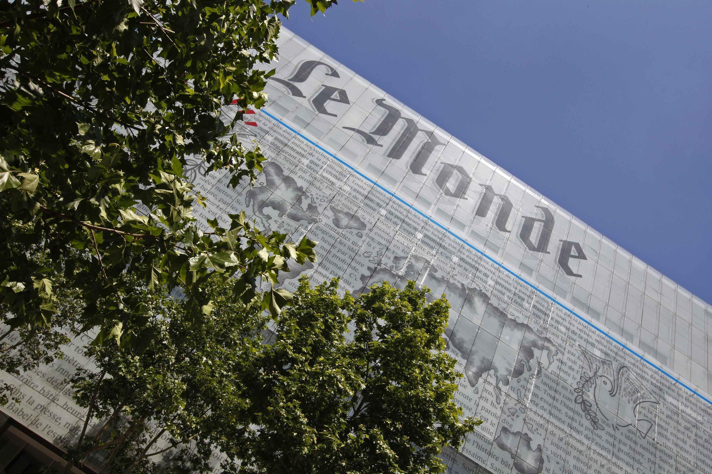 """Фасад здания редакции """"Монд"""" в Париже"""