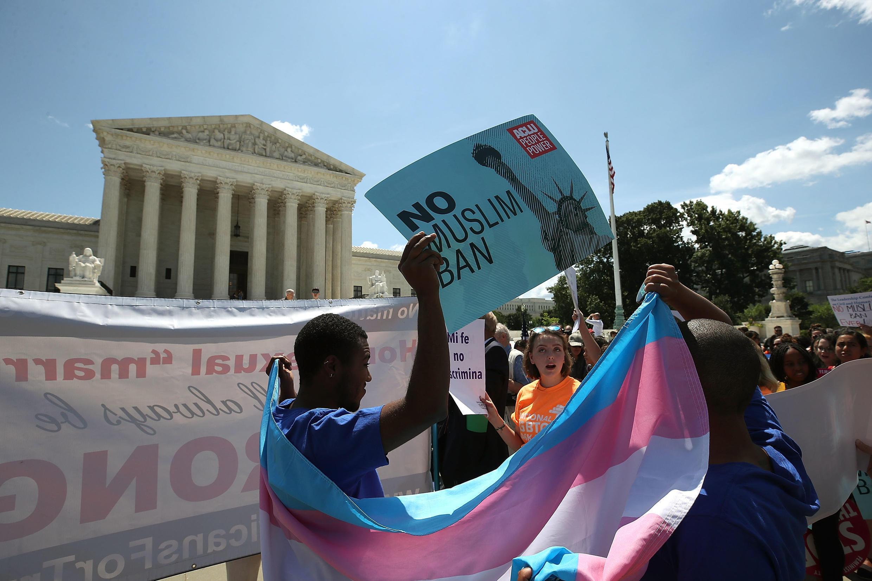 Biểu tình trước Tòa Án Tối Cao sau phán quyết chấp thuận sắc lệnh cấm nhập cảnh của tổng thống Mỹ, Washington, ngày 26/06/2018