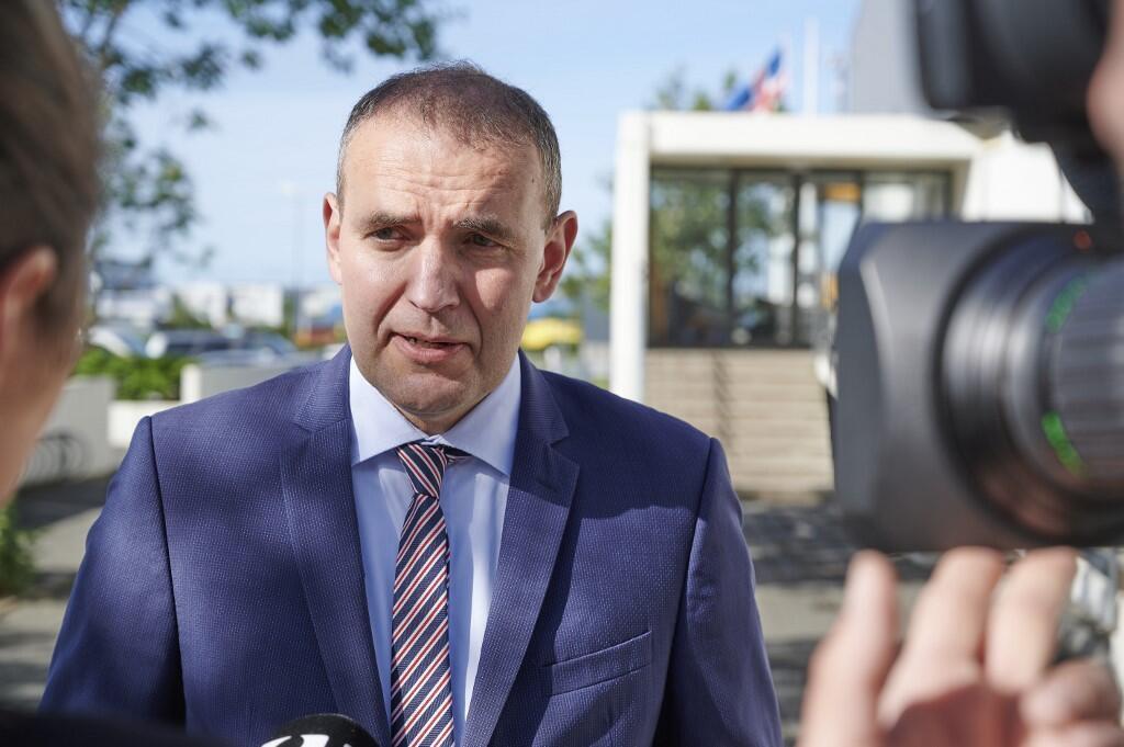 Le président sortant et réélu Gudni Johannesson, le 27 juin 2020, après avoir voté.