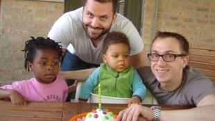 Funcionários homossexuais da companhia telefônica SFR agora têm o direito à licença-paternidade