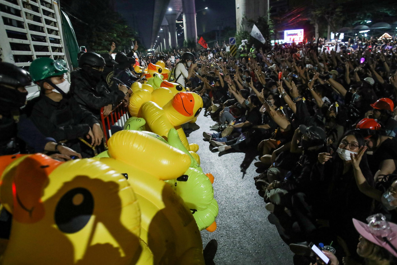 2020-11-29T122502Z_1741737403_RC20DK9F63JL_RTRMADP_3_THAILAND-PROTESTS