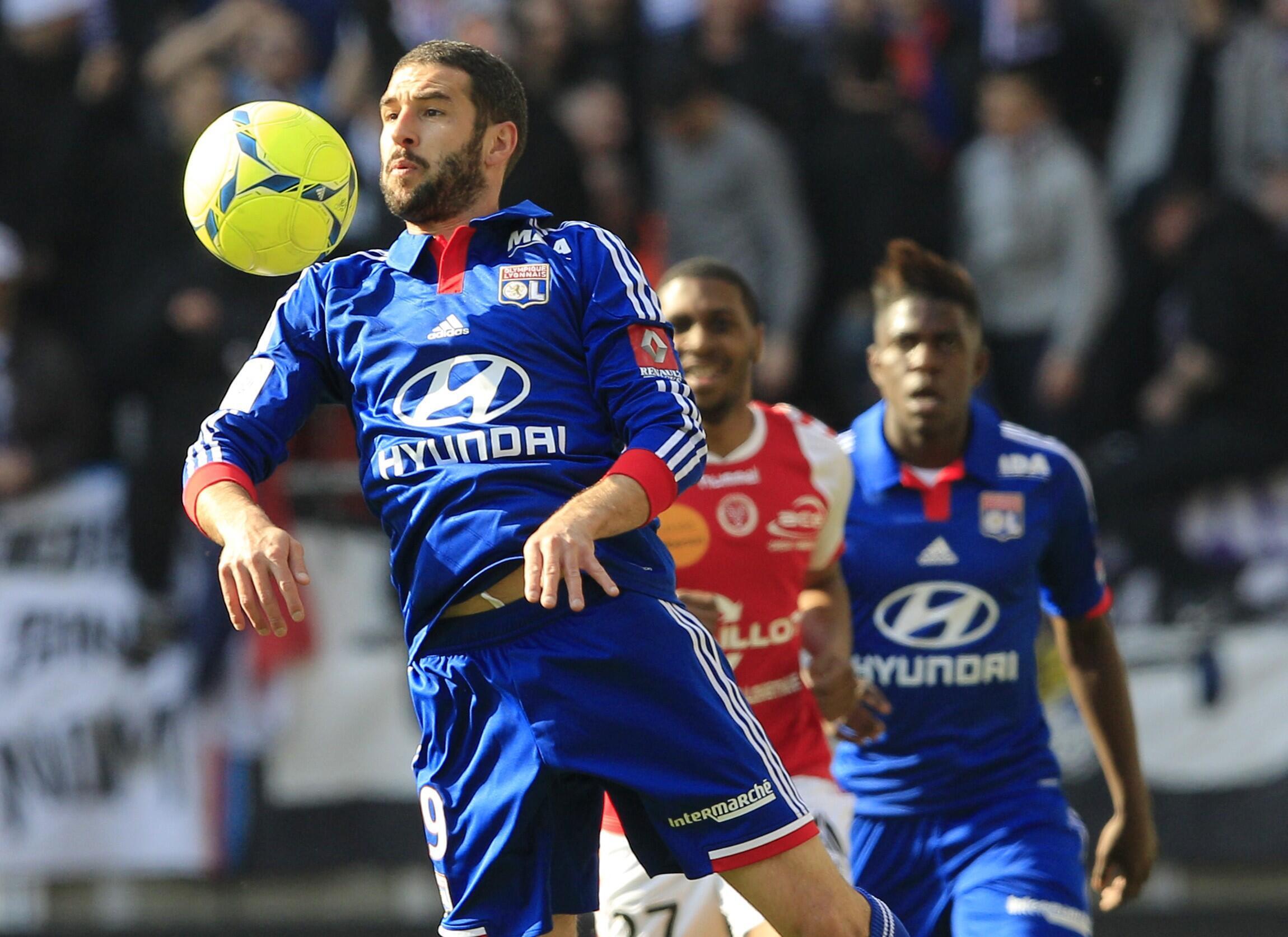 Lyon cai em Reims e sai da zona de classificação para a Liga dos Campões.