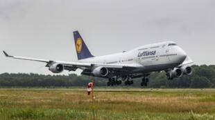 Un Boeing 747 de la compagnie Lufthansa à l'aéroport de Twente aux Pays-Bas le 24 juillet 2020.