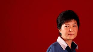 """Bà Park Geun-hye chỉ còn giữ chức danh """"tổng thống"""" trong lúc chờ phán quyết của Tòa Bảo Hiến Hàn Quốc về việc phế truất."""
