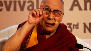 """達賴喇嘛在印度商會舉辦的關於加爾各答""""古代知識復興""""互動會上發表講話  2017年11月23日"""