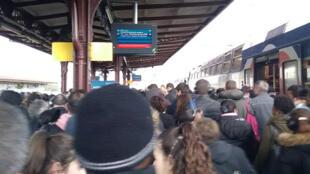Grève à la SNCF, la galère en gare de Melun, le 03 avril 2018.