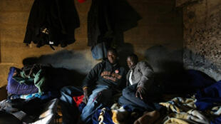 Des travailleurs sans-papiers occupent depuis le mois d'octobre un site à Nanterre. Ils réclament leur régularisation.