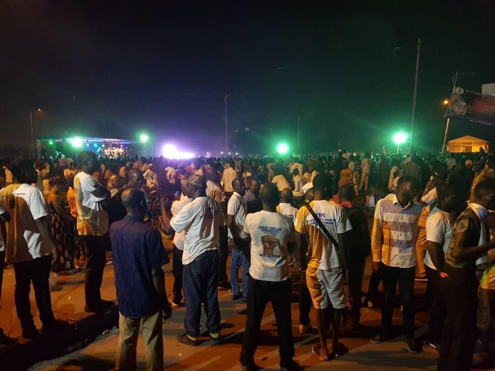 La foule dans l'attente de l'arrivée du cercueil d'Étienne Tshisekedi dans son fief de Limete à Kinshasa.
