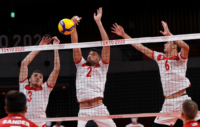 L'équipe de Tunisie de volley-ball, le 28 juillet 2021 à Tokyo aux Jeux olympiques, face à celle des Etats-Unis.