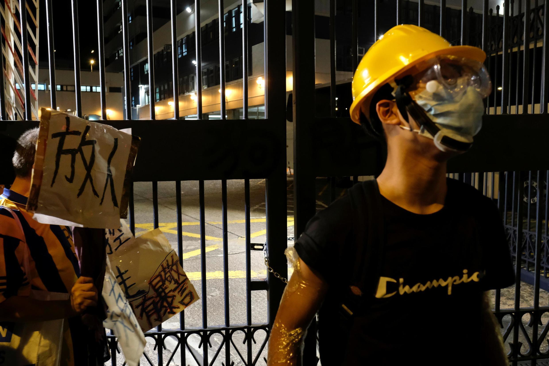 香港示威者聲援周日中西區衝突中被捕人士。
