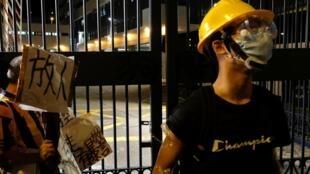 香港示威者声援周日中西区冲突中被捕人士。
