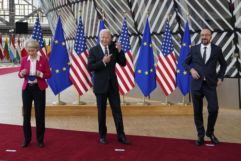 Từ trái sang phải: Chủ tịch Ủy Ban Châu Âu Ursula Von Der Leyen, tổng thống Mỹ Joe Biden, chủ tịch Hội Đồng Châu Âu Charles Michel, tại thượng đỉnh Mỹ - Liên Hiệp Châu Âu, Bruxelles ngày 15/06/2021.