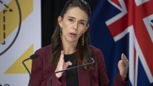 La Première ministre néo-zélandaise Jacinda Ardern lors d'une conférence de presse sur le coronavirus, le 27 avril 2020 à Wellington.