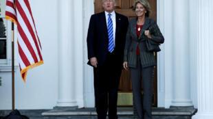Donald Trump et Betsy DeVos.