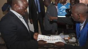 Joseph Kabil at a Kinshasa polling station, 28 November