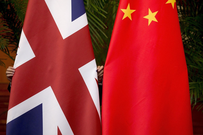 Ảnh minh họa. Cờ Anh và Trung Quốc trong một cuộc đối thoại hợp tác về kinh tế tài chính, tổ chức tại Bắc Kinh năm 2015.