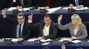 Eurodeputados da Frente Nacional, suspeita de fraude no Parlamento Europeu.