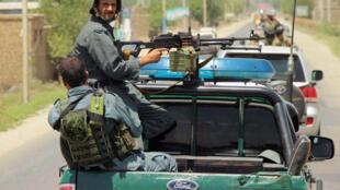 Cảnh sát Afghanistan tuần tra tại thành phố Kunduz ngày 8/08/2016.  Quân đội và cảnh sát Afghanistan đang gặp khó khăn trước các cuộc tấn công của Taliban.