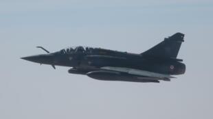 Un Mirage 2000D, ici au-dessus du Sahel.