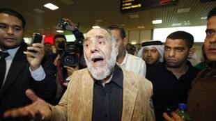 Hassan Mushaimaa speaks to reporters as he arrived at Bahrain International Airport in Manama, 26 February 2011
