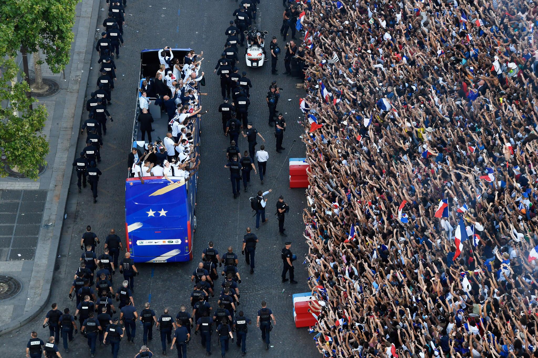 """Chegada dos """"Bleus"""" em Paris"""