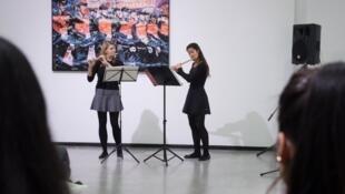 11月9日展览开幕式现场艺术家表演