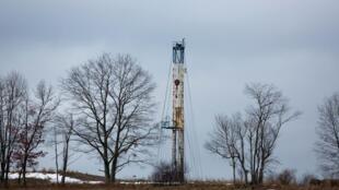 Une plateforme de gaz naturel exploitée par Chesapeake est photographiée dans le comté de Bradford, en Pennsylvanie, aux Etats-Unis.