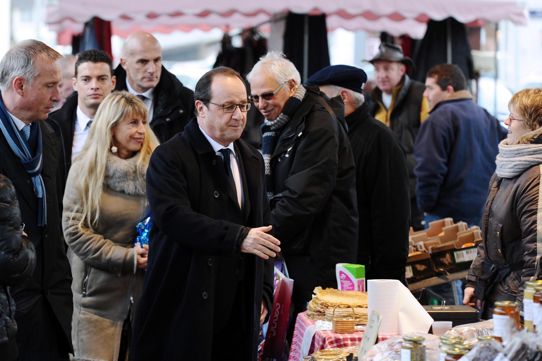 Президент Франсуа Олланд в городе Тюль департамента Коррез 17 января 2015.