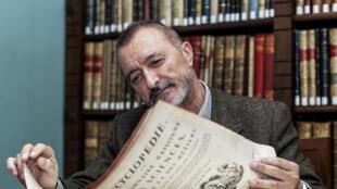Portrait de l'écrivain espagnol Arturo Perez Reverte.