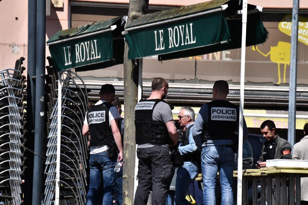 សមត្ថិកិច្ចស៊ើបអង្កេត កំពុងស្ថិតនៅទីកន្លែងកើតហេតុ ក្នុងឃុំ Romans-sur-Isère ថ្ងៃទី៤ មេសា ២០២០