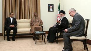محمد بوهاری، رئیسجمهور نیجریه، پیش از ظهر امروز دوشنبه ۲ آذر/ ٢٣ نوامبر ٢٠١۵ ، با آیت الله خامنهای دیدار کرد.