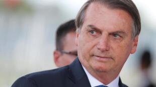 O presidente Bolsonaro está sendo monitorado após a confirmação de um caso de coronavírus em sua equipe