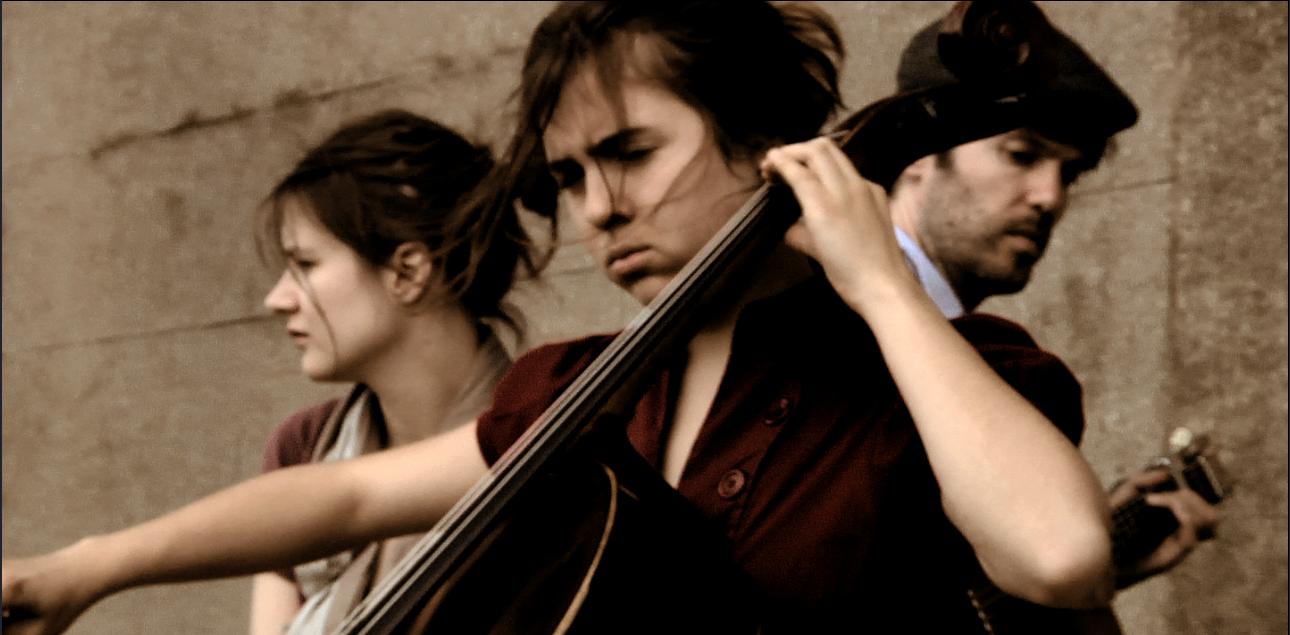 A violoncelista Dominique Pinto com Camille e Piers Faccini.